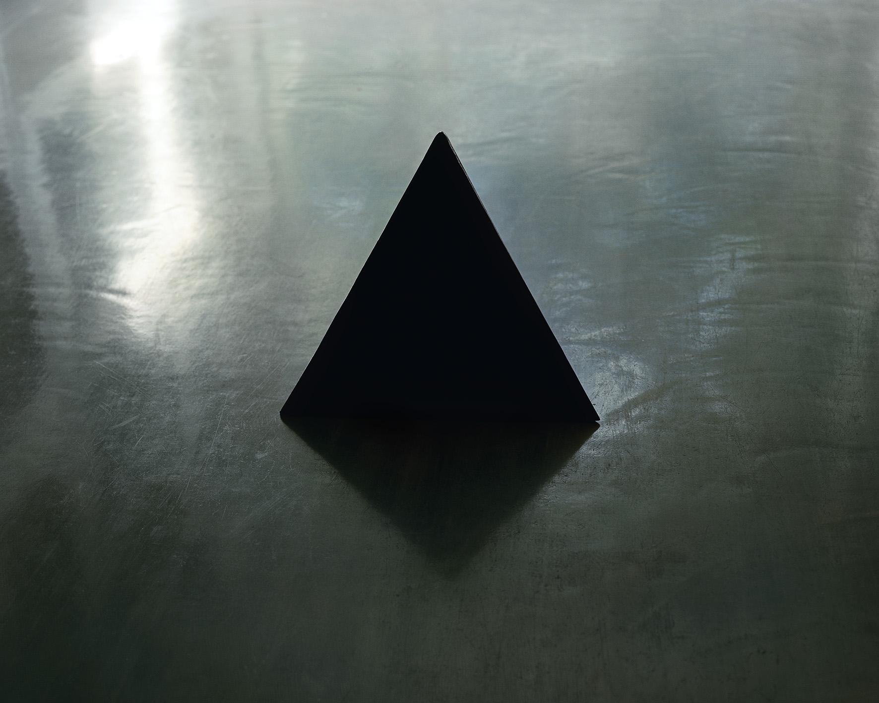 Linda Hofvander - Triangle - 30x40,5 cm - C-print - 2012